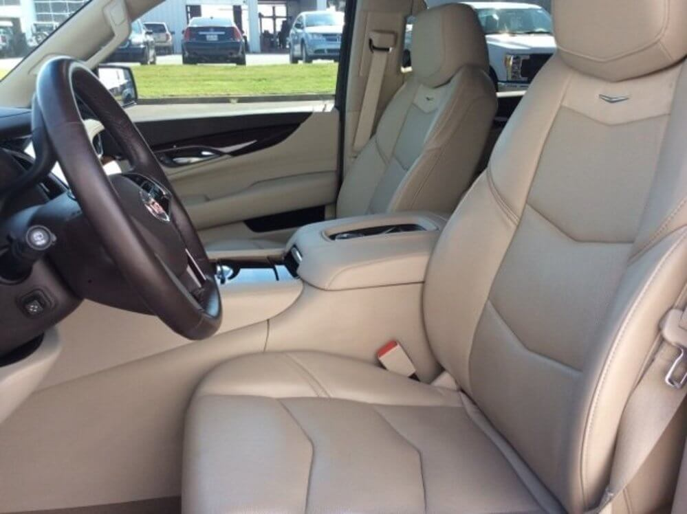 Luxury 4wD seats in a light brown leather